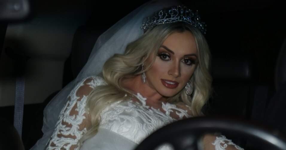 25set2015--juju-salimeni-chega-para-seu-casamento-com-felipe-franco-na-tradicional-igreja-nossa-senhora-do-brasil-em-sao-paulo-1443227859755_956x500