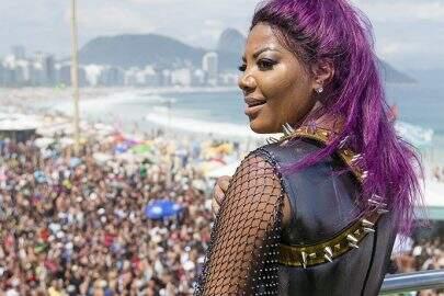 63270746_ri_rio_de_janeiro_rj_11-12-2016_-_parada_gay_na_praia_de_copacabana-_foto_leo_martins_-_age-copy