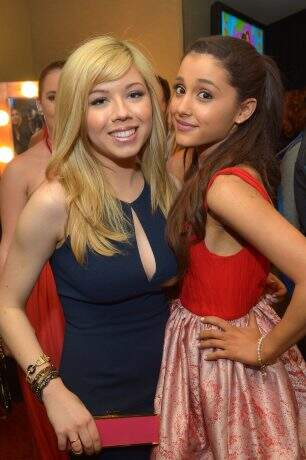 LOS ANGELES, CA - MARCH 23:  Actresses Jeanette McCurdy and Ariana Grande seen backstage at Nickelodeon's 26th Annual Kids' Choice Awards at USC Galen Center on March 23, 2013 in Los Angeles, California.  (Photo by Charley Gallay/KCA2013/Getty Images for KCA2013)