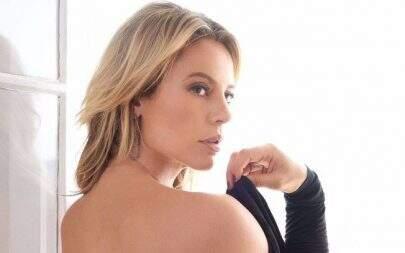 Paolla Oliveira tira a roupa e posa para ensaio sensual