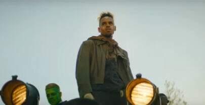 """Chris Brown lança novo clipe para sua música """"Tempo""""; confira"""