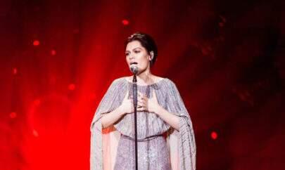 "Jessie J canta ""My Heart Will Go On"", da Céline Dion, e emociona a todos"