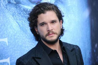 "Ator de ""Game of Thrones"", Kit Harington é visto bêbado por Paris"