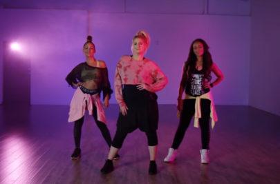 """Meghan Trainor ensina coreografia da dança que faz no clipe """"No Excuses"""""""