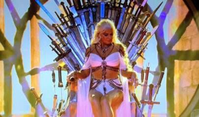 Xuxa fez a Daenerys, dançou com Khal Drogo, sentou no Trono de Ferro e enlouqueceu os fãs