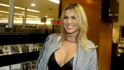 """Lívia Andrade revela que sofreu acidente de propósito: """"Mirei o poste"""""""
