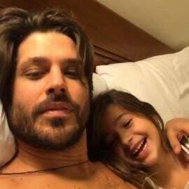 """Após dois meses preso, Dado Dolabella posta foto com filha: """"Bom estar de volta"""""""