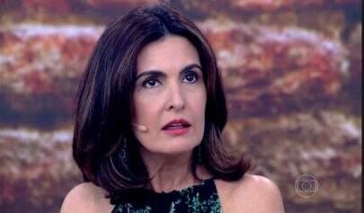 Anel de Fátima Bernardes 'voa' de sua mão ao vivo ao comentarem de espíritos