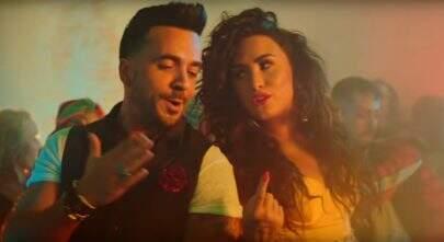 """Demi Lovato e Luis Fonsi apresentam """"Échame La Culpa"""" ao vivo"""