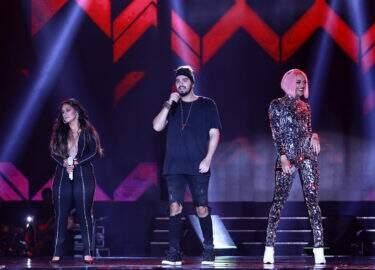 "Pabllo Vittar, Luan Santana e Simone & Simaria lançam clipe inédito de ""Hasta La Vista"""