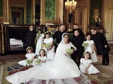 Família real divulga fotos oficiais do casamento de Meghan Markle e Harry