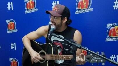 """Gabriel Diniz canta versão acústica de """"Acabou Acabou"""" exclusiva para a Metropolitana FM"""