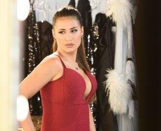 Simone, da dupla com Simaria, completa 34 anos e choca internautas com transformação