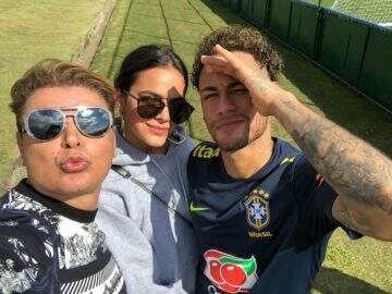Bruna Marquezine visita treino da Seleção Brasileira
