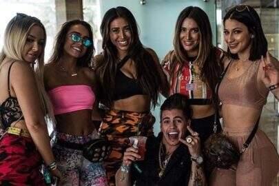 Acusado de agressão, Biel posta foto rodeado de mulheres e manda indireta para ex, Duda Castro