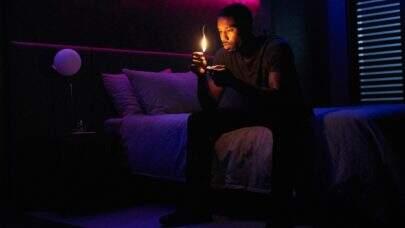 """Filme baseado no livro """"Fahrenheit 451"""" não tem ritmo mas vai agradar os fãs da história"""