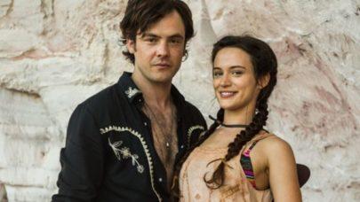 Namorando? Sérgio Guizé e Bianca Bin são flagrados juntos em Portugal