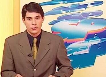 Evaristo Costa posta foto novinho e relembra início da carreira