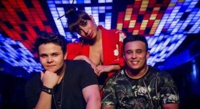 "Com Anitta toda gueixa misteriosa, Matheus & Kauan divulgam clipe de ""Ao Vivo e a Cores"""