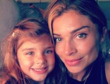 Grazi Massafera posta foto com a filha, Sofia, e semelhança impressiona