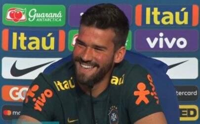 """Espinhas no rosto de Alisson surpreende e goleiro brinca: """"Estou na puberdade"""""""