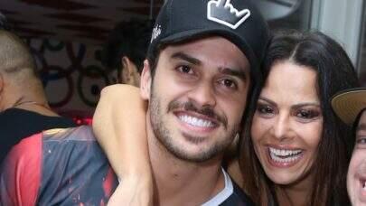 Ex de Viviane Araújo aparece beijando homem em peça de teatro
