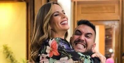 Superando câncer, Ana Furtado é recebida com afeto em programa