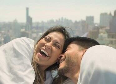 Arthur Aguiar e Mayra Cardi comemoram um ano de relacionamento