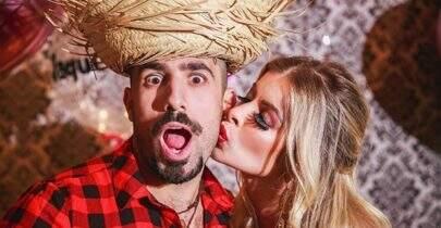 Jaqueline e Kaysar, ex-BBBs, se casam em festa junina