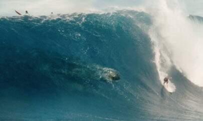 """Surfista brasileiro aparece em """"Jurassic World 2"""" sem ser avisado e cogita processo"""