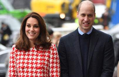 Príncipe William refaz foto de Kate Middleton pequena na Jordânia