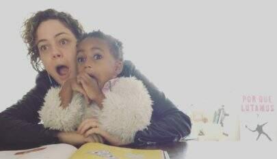 Muito amor! Leandra Leal mostra brincadeiras com a filha, Julia