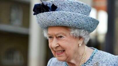 Rainha Elizabeth II tem mal-estar e não participa de cerimônia oficial