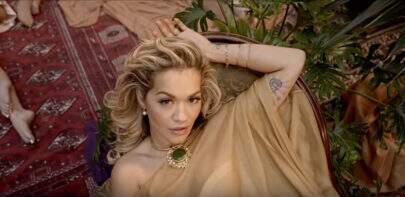 """Rita Ora, Cardi B, Bebe Rexha e Charli XCX estão poderosas no clipe de """"Girls"""""""
