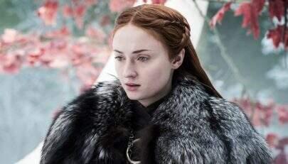 """Sophie Turner explica que sua tatuagem não é spoiler de """"Game of Thrones"""""""