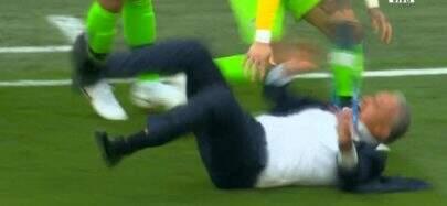 Após viralizar com tombo no jogo do Brasil, Tite revela que sofreu lesão