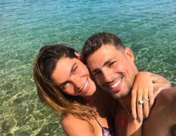 Cauã Reymond faz fotos de Mariana Goldfarb em viagem e ganha declaração