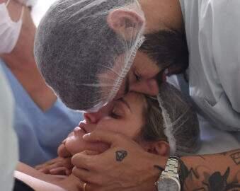 Andressa Suita mostra fotos emocionantes do parto de Samuel