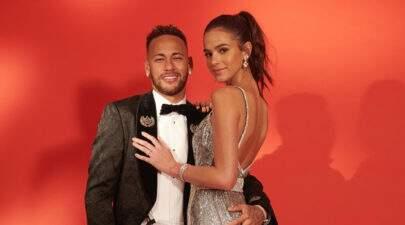 """Bruna Marquezine se declara a Neymar após leilão: """"Olhar tão humano e amoroso"""""""