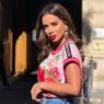 Anitta aparece com cabelo curto e platinado na Colômbia