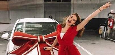 """Ex-BBB Ana Clara recebe carro que ganhou no reality show: """"Mérito todo meu"""""""