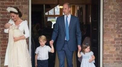 Príncipe Louis é batizado em Londres e Kate Middleton é só sorrisos