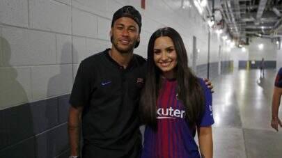 Demi Lovato curte meme fazendo piada com as quedas de Neymar