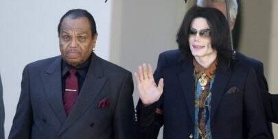 """Michael Jackson foi """"quimicamente castrado"""" pelo pai, releva médico"""