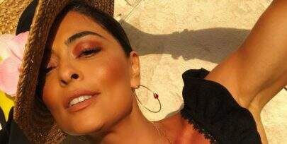 Em Cancún, Juliana Paes exibe cintura fininha e bumbum generoso