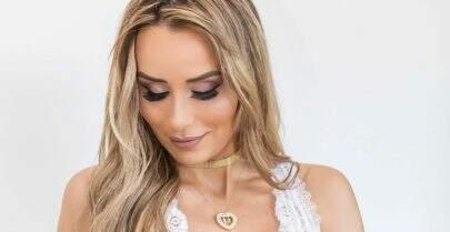 Ex-BBB Letícia Santiago posa de lingerie e exibe barriguinha com sete meses de gravidez
