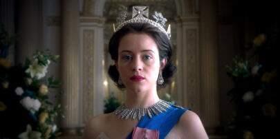 """Primeira imagem da nova rainha Elizabeth II em """"The Crown"""" é divulgada"""
