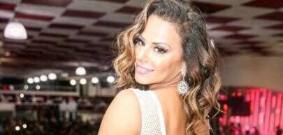 Viviane Araújo posa de maiô em cidade paradisíaca e surpreende internautas