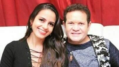 Imagens mostram mansão de Ximbinha e mulher ainda com fotos de Joelma