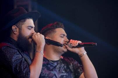 """Henrique & Juliano batem recorde de views com """"Quem Pegou, Pegou"""""""